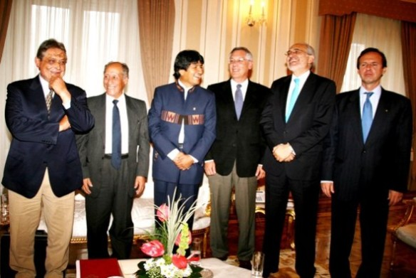 mesa, carlos y expresidentes 01