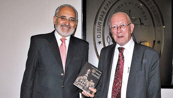 En la presentación del libro con el rector de la Católica Hans van den Berg
