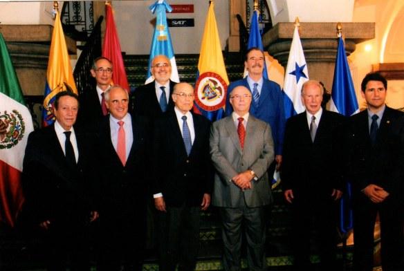 Vinicio Cerezo, Ernesto Sampero, Nicolás Ardito, Hipólito Mejía y Álvaro Arzú. Álvaro Colom, Carlos de Mesa y Vicente Fox