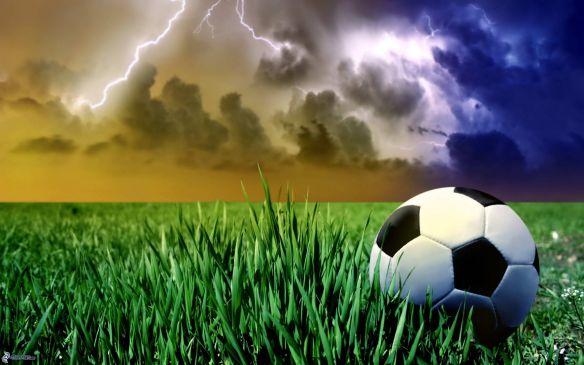 balon de futbol, tormenta, relampago, hierba 157040