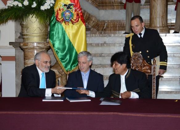 Bolivia-presenta-el-Libro-del-Mar-con-la-historia-de-su-reclamo-a