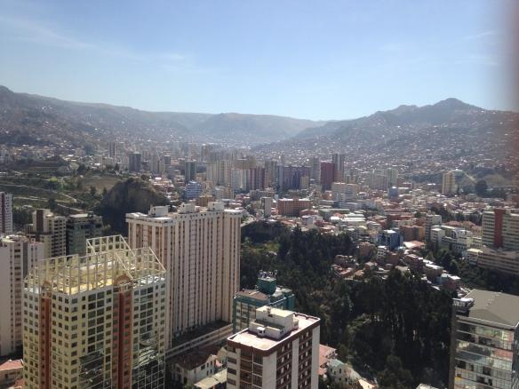 La Avenida Arce, Laikakota y al fondo el perfil de Miraflores