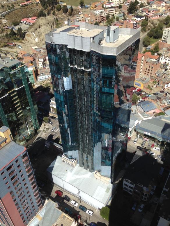 La Torre Azul sobre la Avenida 20 de Octubre