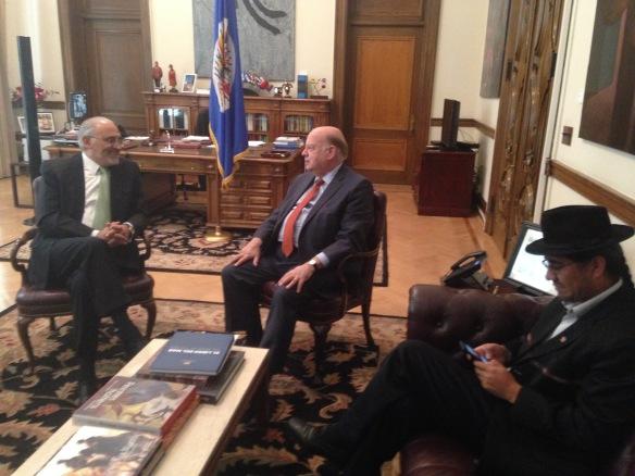 En Washington con el Secretario General de la OEA José Miguel Insulza. a la der. el embajador boliviano Diego Pari (4/11/2014)