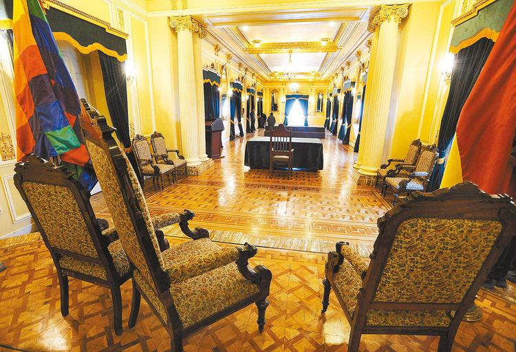 Sillas-Presidente-diplomaticos-Salon-Espejos_LRZIMA20150810_0041_4