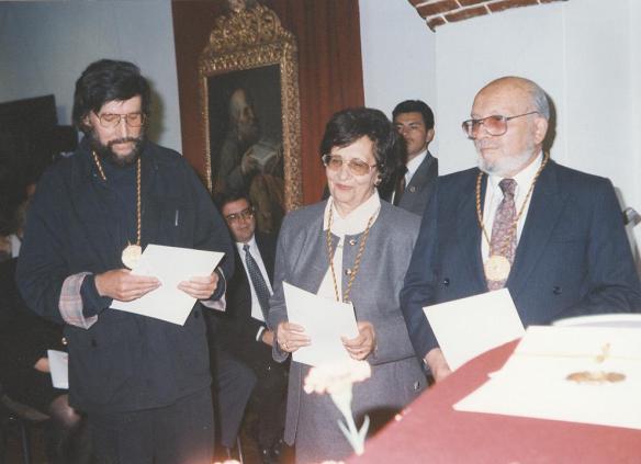 1995 t gisbert y j mesa reciben premio nal. de cultura copia