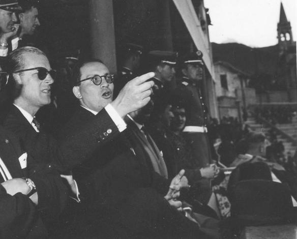 papi con p. felipe estadio 1962